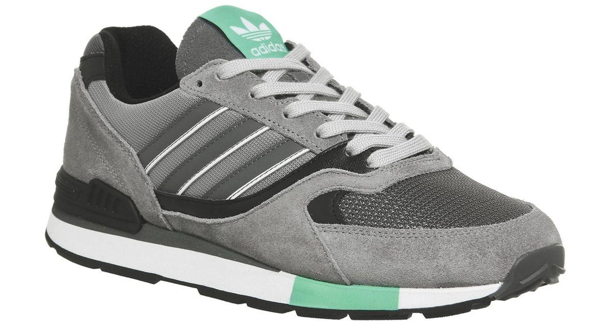 Adidas quesence formatori in grigio per gli uomini lyst