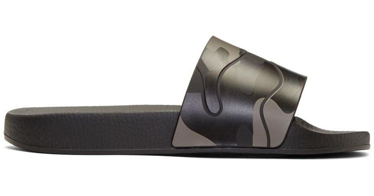 021bf1c1d7c Lyst - Claquettes Garavani camouflage Valentino pour homme en coloris Noir  - 45 % de réduction