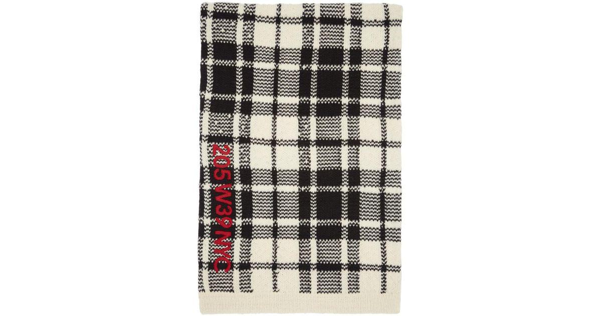 72d8d553712 Lyst - Foulard a broderies blanc casse et noir Blanket Calvin Klein en  coloris Blanc
