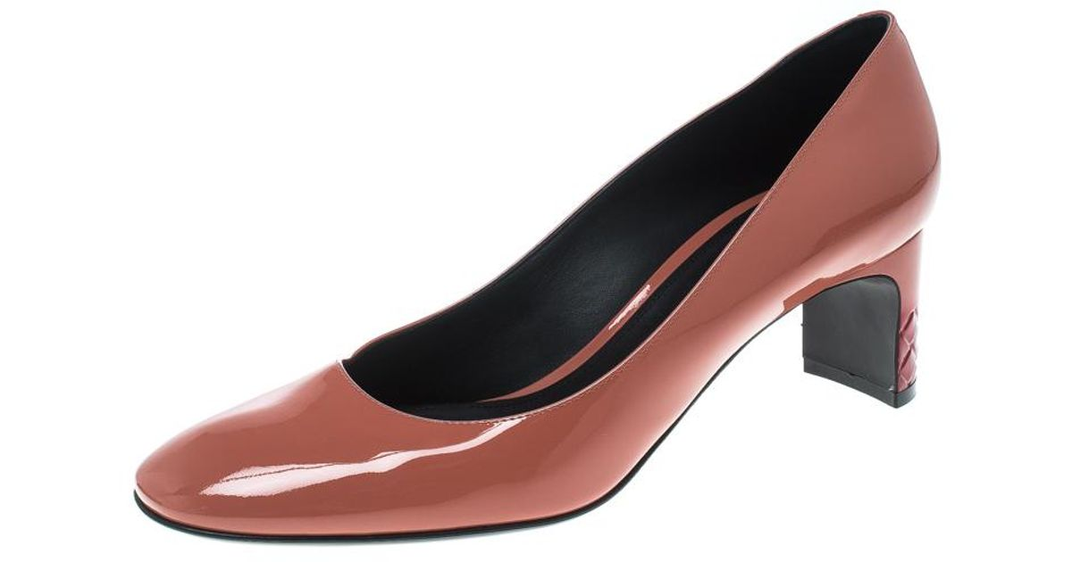 Bottega Veneta Peach Patent Leather Intrecciato Detail Pumps in Pink - Lyst 9c0feff1d142