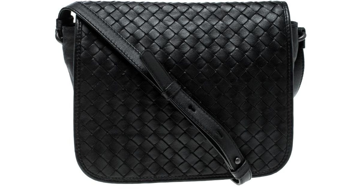 Bottega Veneta Intrecciato Leather Full Flap Crossbody Bag in Black - Lyst ef9708d12cb9b