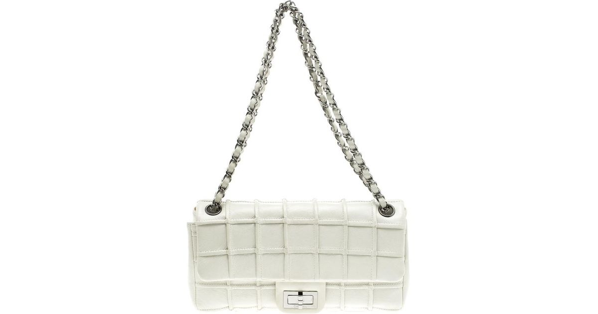 822eb194cfff Chanel East West Chocolate Bar Leather Handbag in White - Lyst