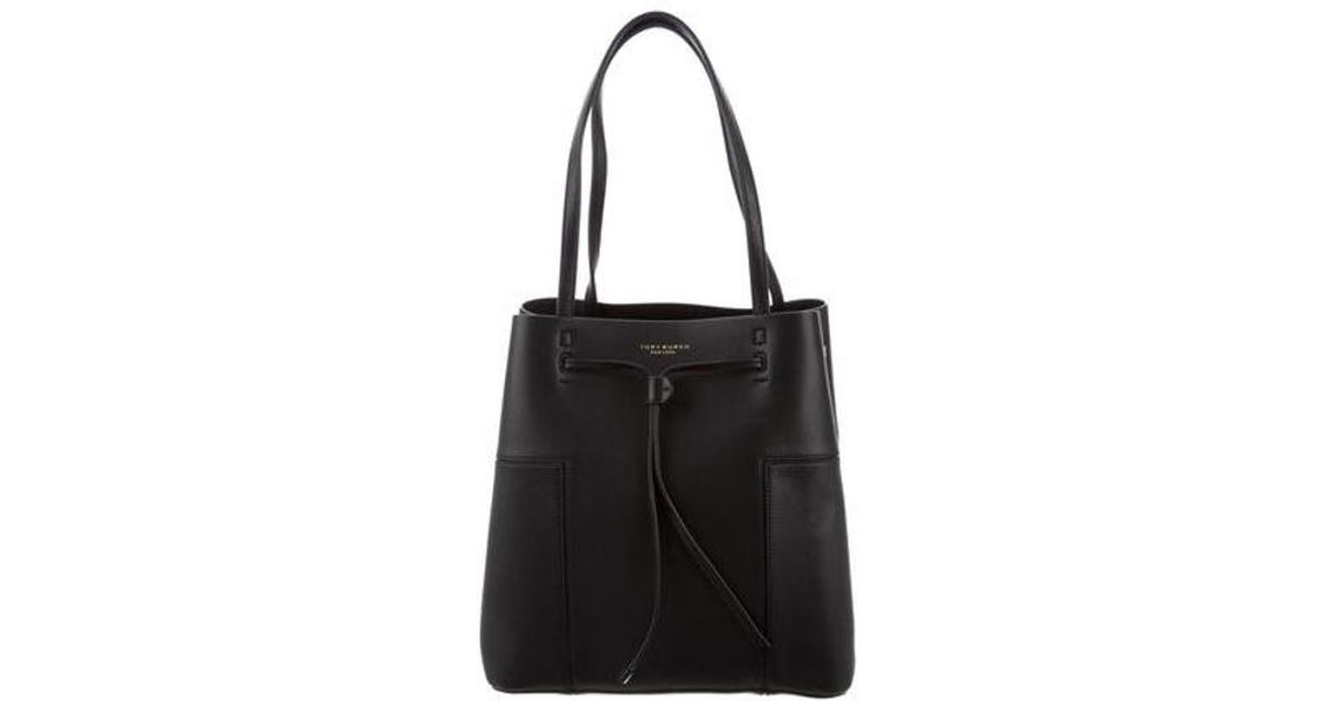 5d8736911db Tory Burch - Black Block-t Bucket Bag - Lyst