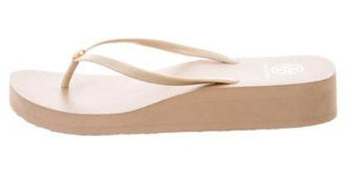 879758d94bd49e Lyst - Tory Burch Rubber Thong Sandals Tan in Natural