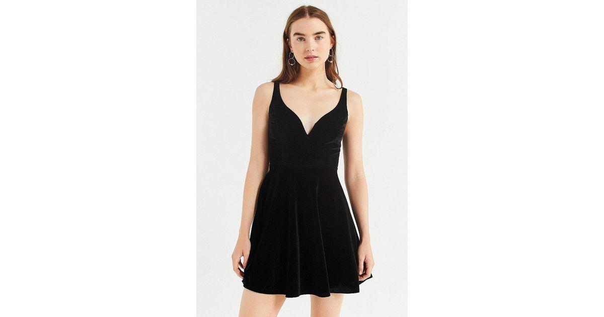 7d323716786 Lyst - Urban Outfitters Uo Heart Of The Ocean Sweetheart Velvet Mini Dress  in Black