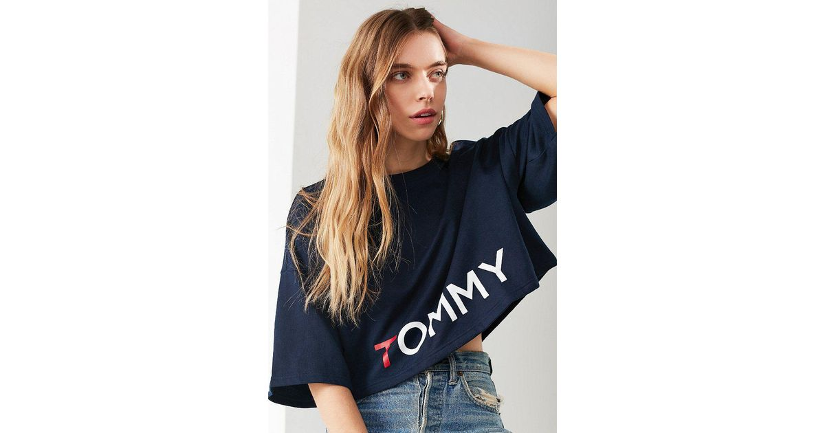 fb57beed Tommy Hilfiger Tommy Hilfiger X Uo Short Sleeved Cropped Tommy Tee in Blue  - Lyst
