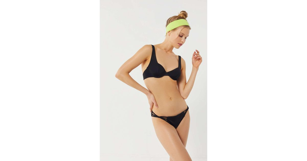 0feed352b280fd Out From Under Tulip Underwire Bikini Top in Black - Lyst