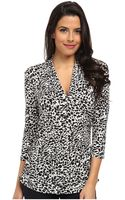 Vince Camuto 34 Sleeve Pleat V-neck Animal Flurry Top - Lyst