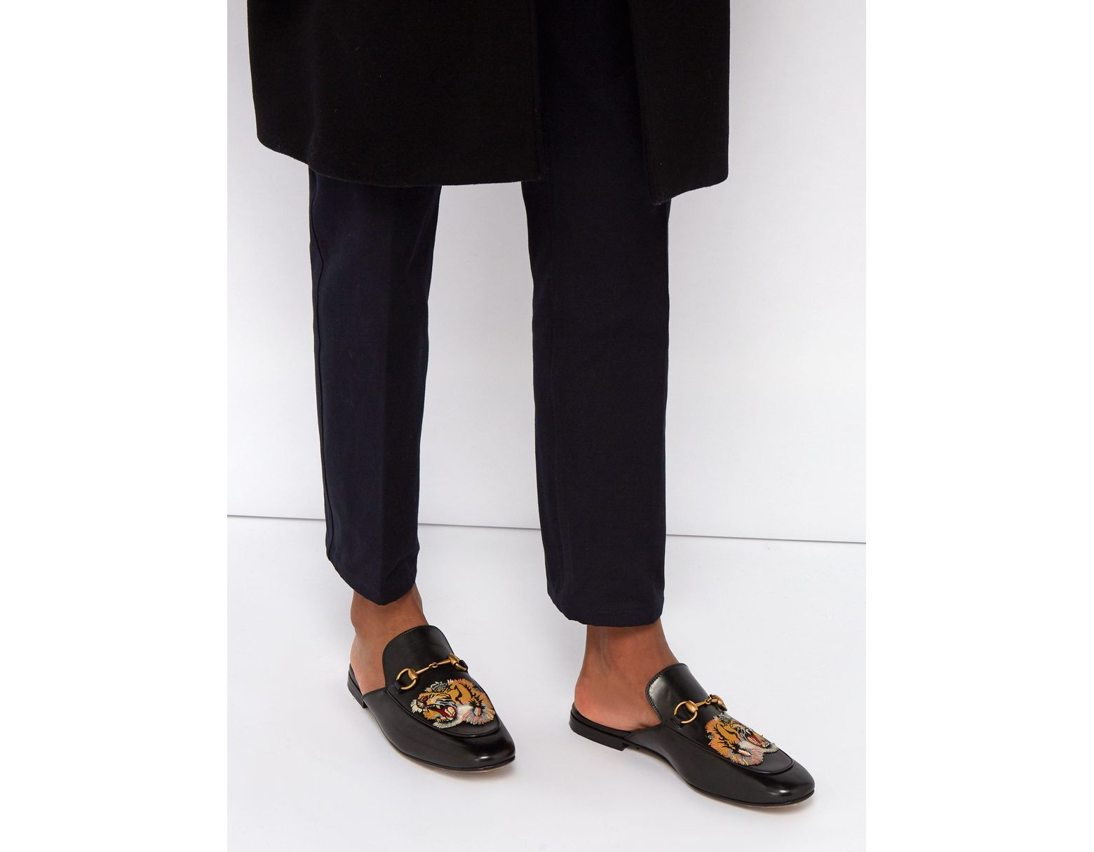 f91fdb2a4 Gucci Kings Tiger Appliqué Backless Leather Loafers in Black for Men - Lyst