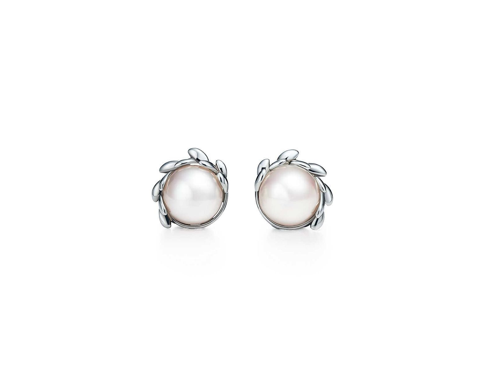 2112b7653 Tiffany & Co. Olive Leaf Pearl Earrings in Green - Lyst