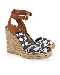 Tory Burch | White Swan-print Wedge Sandals | Lyst