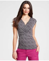 Ann Taylor | Gray Ditsy Print Ruched Cap Sleeve Top | Lyst