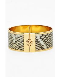Tory Burch | Leather Inlay Hinged Bangle - Natural/ Shiny Brass | Lyst