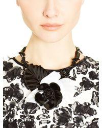 Oscar de la Renta - Black And White Resin Flower Necklace - Lyst