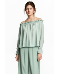 20ebf943543799 H M Off-the-shoulder Blouse in Green - Lyst