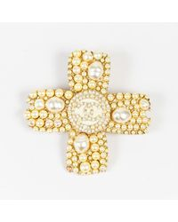 Chanel - Metallic 05a Gold Tone Faux Pearl 'cc' Logo Cross Pin Brooch - Lyst