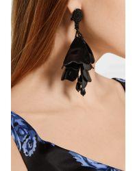 Oscar de la Renta - Black Impatiens Resin Clip Earrings - Lyst