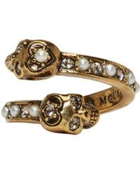 Alexander McQueen - Metallic Gold Crystal & Pearl Twin Skull Ring - Lyst