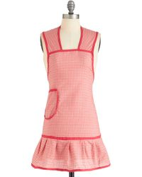 ModCloth Barbecute As Can Be Apron red - Lyst