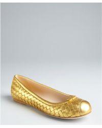 Bottega Veneta Gold Intrecciato Leather Bow Detail Flats gold - Lyst