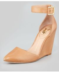 Vc Signature - Solanna Pointytoe Anklestrap Wedge Camel - Lyst