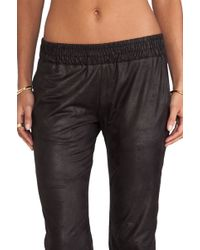 Monrow Vegan Leather Sweats black - Lyst