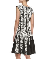 Tadashi Shoji Sleeveless Laceprint Cocktail Dress Blackwhite - Lyst