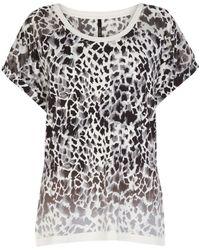 Karen Millen Modern Giraffe Print T Shirt - Lyst