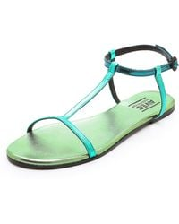 Avec Moderation Metallic T Strap Sandals green - Lyst