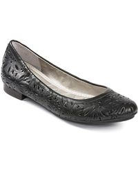 Me Too Alyse Leather Flats - Lyst