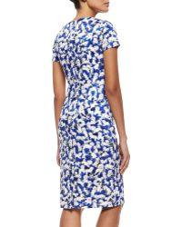 Carolina Herrera Short-Sleeve Gaspar-Print Sheath Dress - Lyst