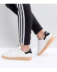 adidas Originals - Stan Smith Trainers In Off White With Gum Sole - Lyst