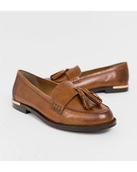 2d315ece0c9 Carvela Kurt Geiger Mocking Leather Flat Shoes in White - Lyst