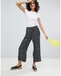 Monki - Printed Wide Leg Cropped Trousers - Lyst