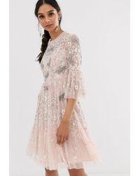 586cc608c5049a Needle & Thread - Vestito midi rosa con libellule - Lyst