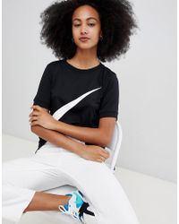 Nike - T-shirt nera con logo - Lyst