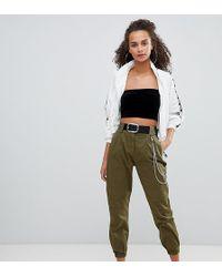 Bershka Pantaloni cargo con catena - Verde