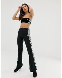 45fce2471a812 adidas Originals - Pantalones de campana negros con tres rayas adicolor de  - Lyst