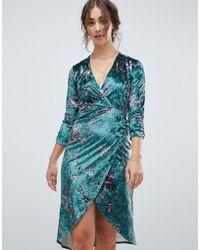 0f4488fc7d64 Hope and Ivy - Vestito midi a portafoglio in velluto con maniche lunghe e stampa  di