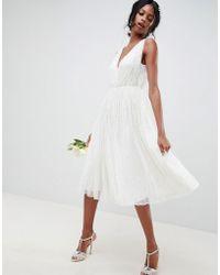 4bb46eaad9c Vestido midi de boda con lentejuelas y diseño en cascada ASOS de color  Blanco - Lyst