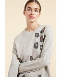 Monrow - Seamed Sweatshirt With Oversized Leopard Print - Lyst