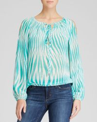 Karen Kane Printed Cold Shoulder Blouse - Lyst