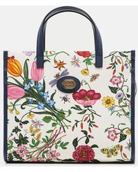 934b7564a59 Lyst - Gucci Large Nymphaea New Flora Print Leather Top Handle Tote ...