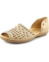 Earth - Shore Women Peep-toe Leather Tan Flats - Lyst