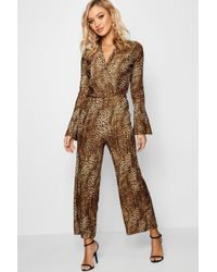 5a19012d215 Boohoo - Leopard Plisse Flare Sleeve Culotte Jumpsuit - Lyst