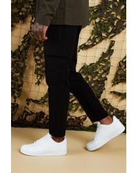 d053f2551a75 BoohooMAN Plain Utility Pocket Smart Jogger Trouser in Green for Men ...