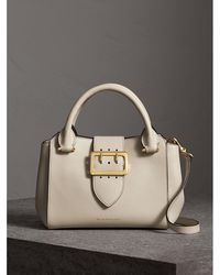 Burberry - The Small Buckle Tote In Grainy Leather Limestone - Lyst