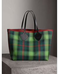 Burberry - The Giant Reversible Tote In Tartan And Leather - Lyst