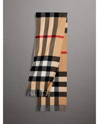 Burberry - The Large Classic Cashmere Scarf In Check Camel - Lyst