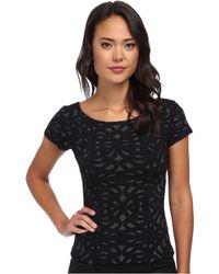 Nicole Miller Metallic Swirl Short Sleeve Knit Top - Lyst
